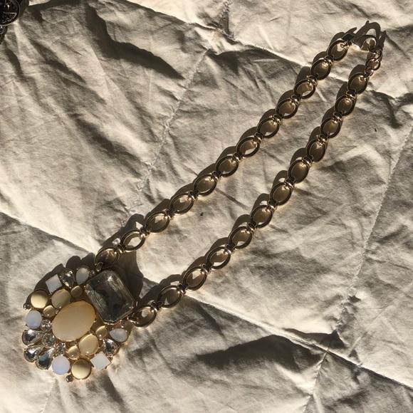 Banana Republic chunky gold tone necklace